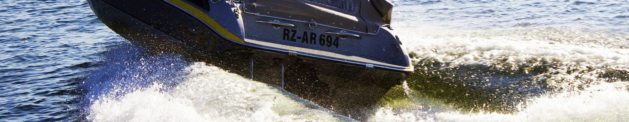 sport-boat-1579706_1920